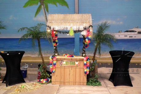 Тики Бар в оформлении Пляжной вечеринки