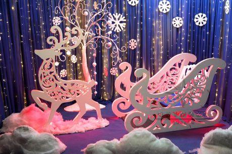Фотозона Сани и Олень из серии Ажурные фигуры со светодиодной подсветкой