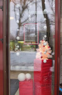 Оформление витрины и зала в магазине