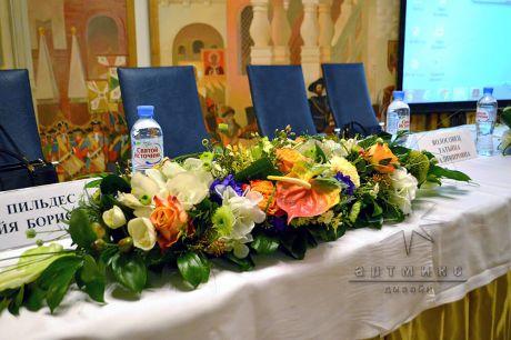 Флористы компании Артмикс с удовольствием помогут декорировать конференц-зал, переговорную или кабинет