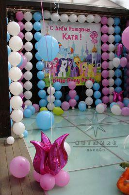 Оформление детского праздника баннерами, воздушными шарами и праздничным декором