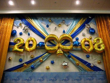 Новогоднее украшение шарами сцены