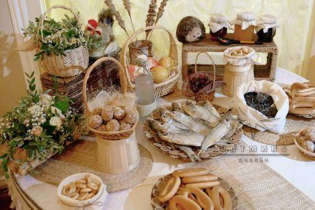Праздничный пир в оформлении Кэнди бара в русском стиле