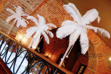 Помещение зала оформлено в едином стиле с зоной входа и создается ощущение совершенства в праздничном декоре