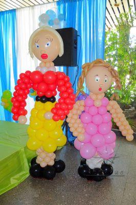 В оформление праздника фигуры из ярких воздушных шаров