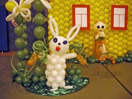 Фигура зайчика из воздушных шаров